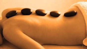 hot-stone-massage (1)